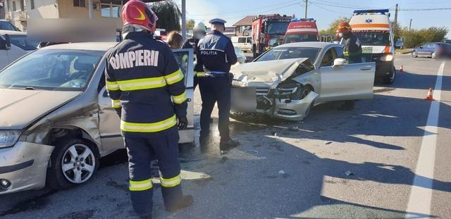 Trei femei şi o fetiţă au fost rănite într-un accident de circulaţie produs la Nisipuri