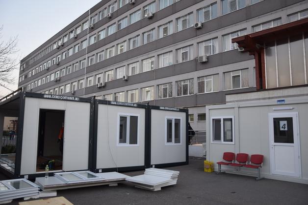 Trei containere încălzite, la Spitalul judeţean, Policlinică şi Secţia de Boli Infecţioase