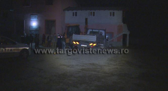 Bărbat strivit de camioneta pe care o repara, la Potlogi. Martorii au încercat să ridice mașina, dar nu au reușit