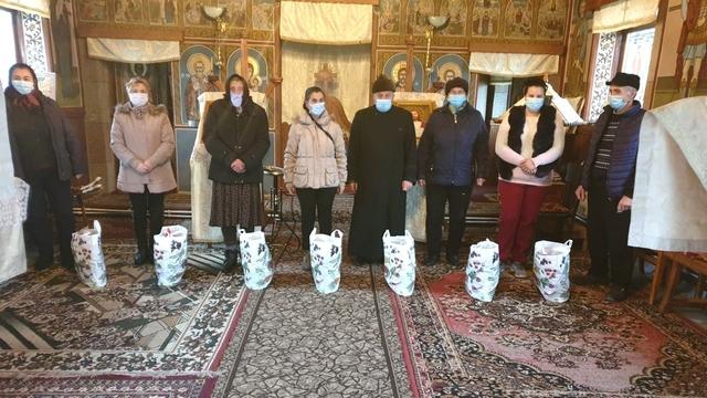 Peste 500 de oameni sărmani au primit alimente şi dulciuri, în perioada sărbătorii Nașterii Domnului