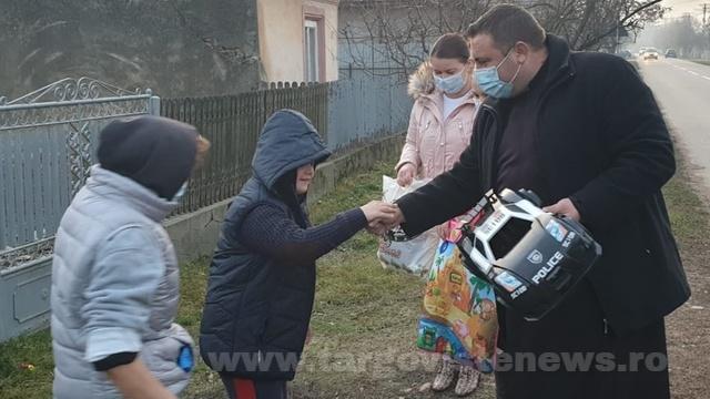 O credincioasă din Marea Britanie a dăruit alimente pentru 35 de familii sărmane, din Ungureni