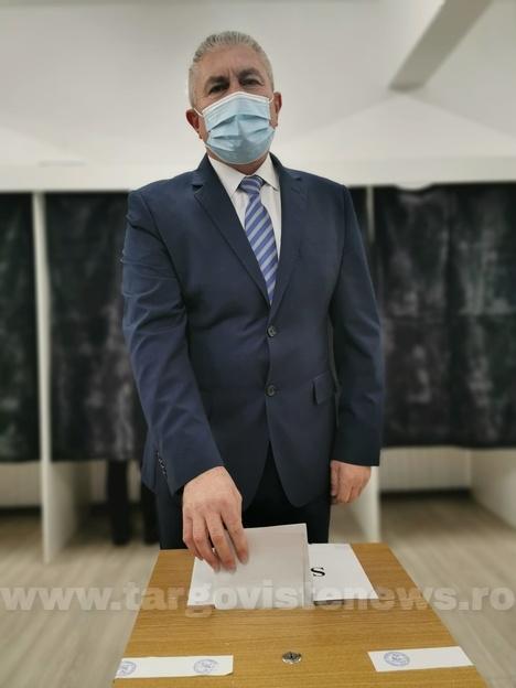 Grigore Gheorghe, primarul oraşului Găeşti, dis de dimineaţă la urne!