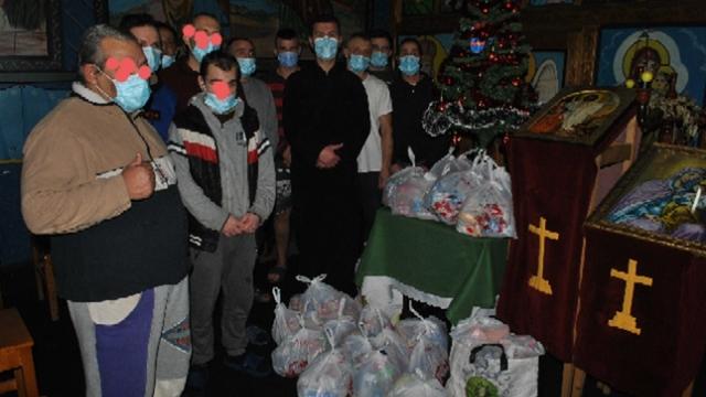 Ce gest au făcut preoții pentru 120 de deținuți, de la penitenciarele Mărgineni și Găești