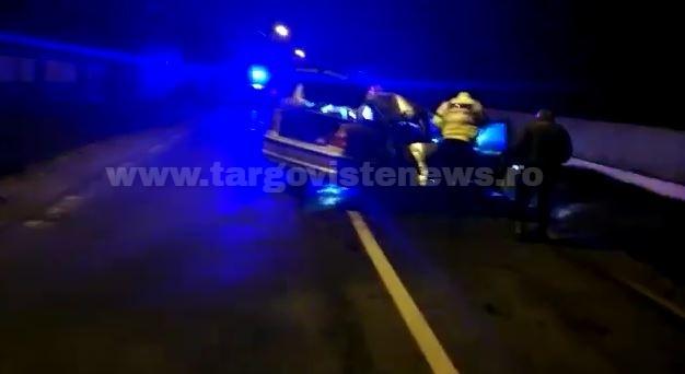 Şofer, de 24 de ani, rănit după ce maşina sa a ajuns într-un gard
