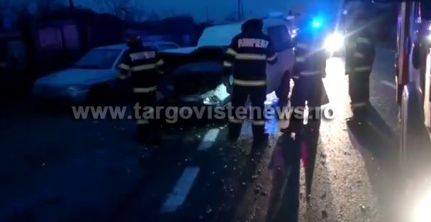 Două persoane au ajuns la spital după ce un șofer a dat cu spatele fără să se asigure
