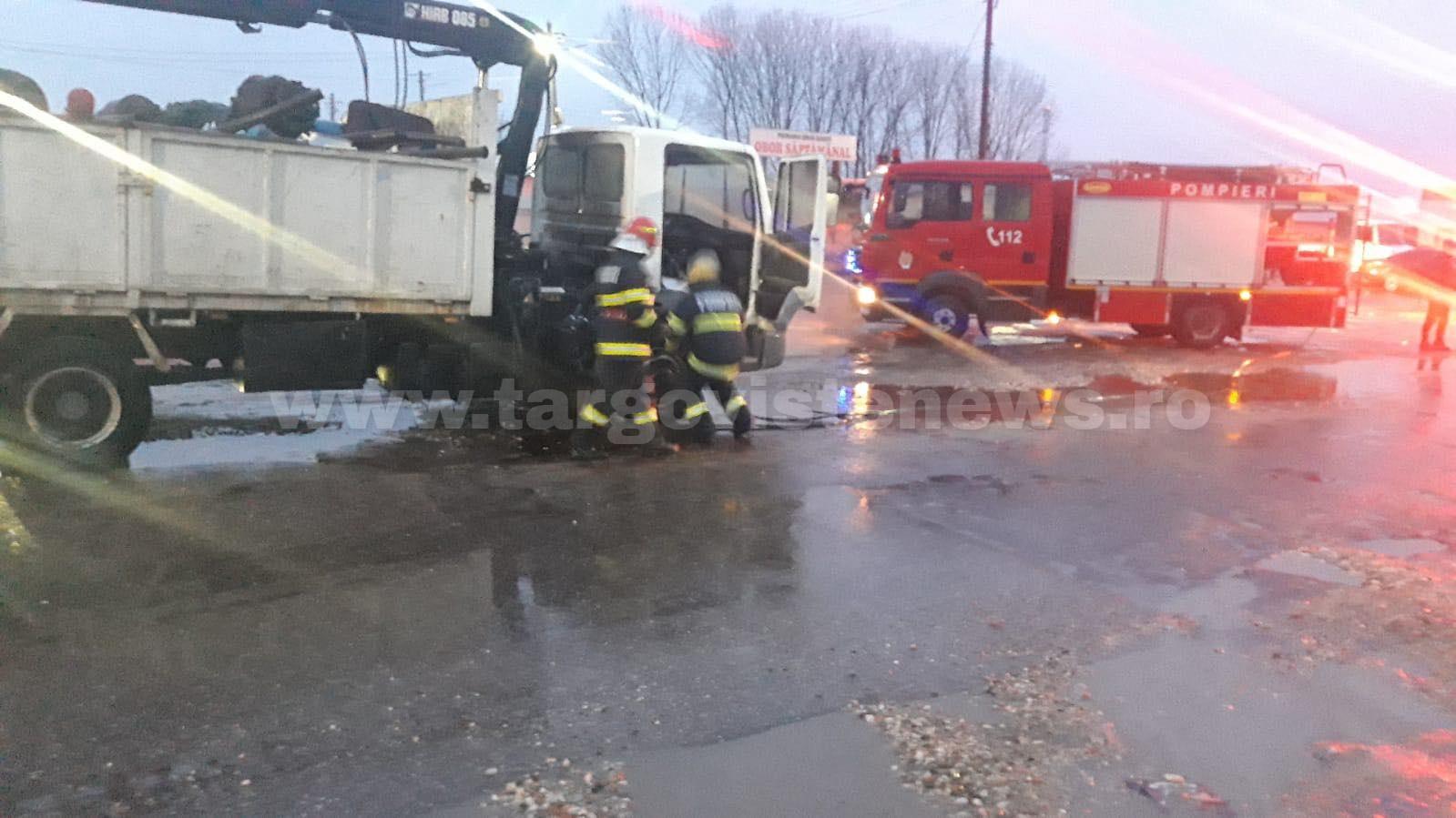 ACUM – Un autotren încărcat cu fier vechi a luat foc, la Găeşti