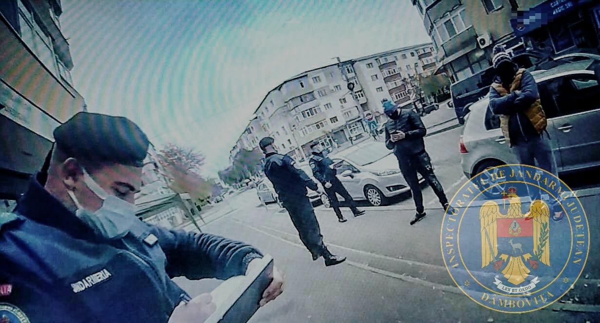 Jandarmii continuă să împartă amenzi celor care nu poartă mască de protecţie