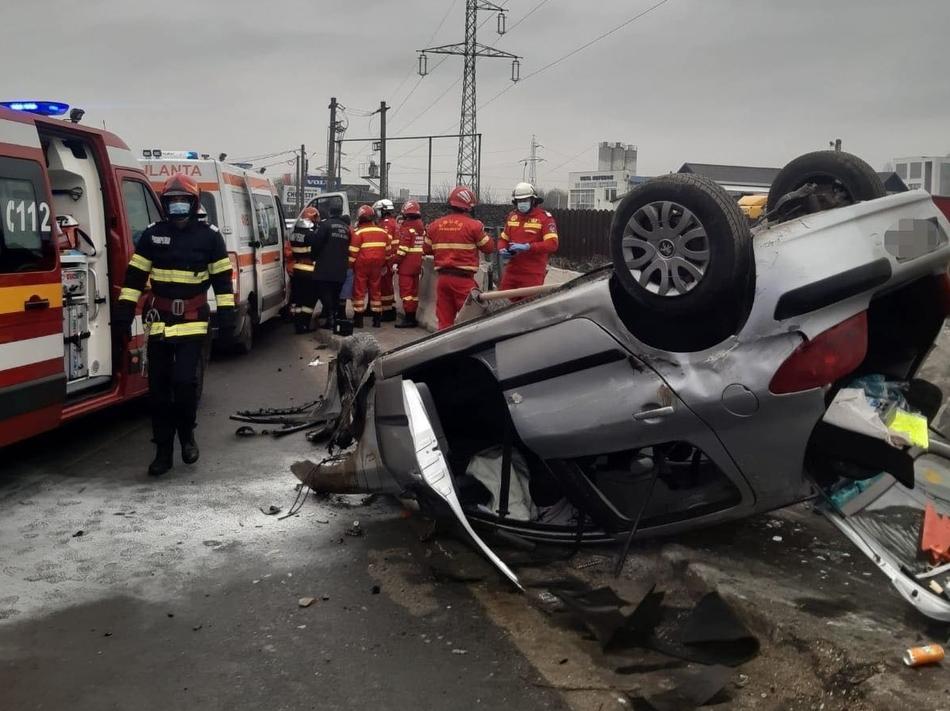 Accident la ieşirea de pe Autostrada A1, spre Bascov. 4 persoane au suferit răni