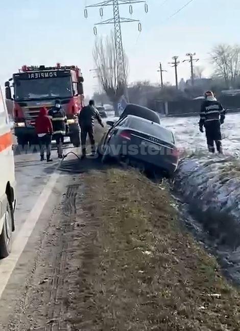 Tânără de 19 ani, rănită într-un accident de circulaţie, la Mircea Vodă, după o depăşire nereuşită