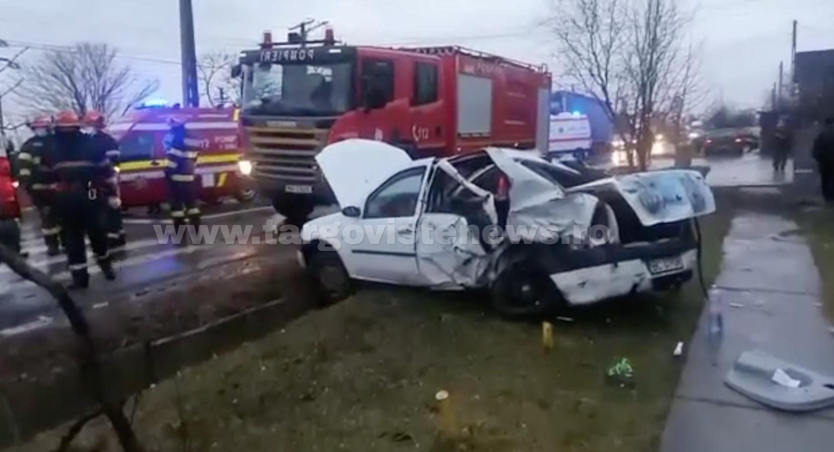 Ulmi – Două victime, după ce un autoturism a tăiat calea ambulanței aflată în misiune