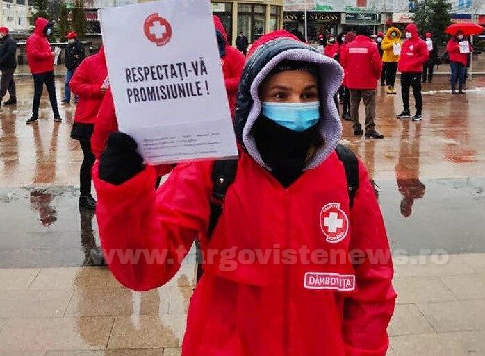 Joi, la Târgovişte, protest în faţa Prefecturii