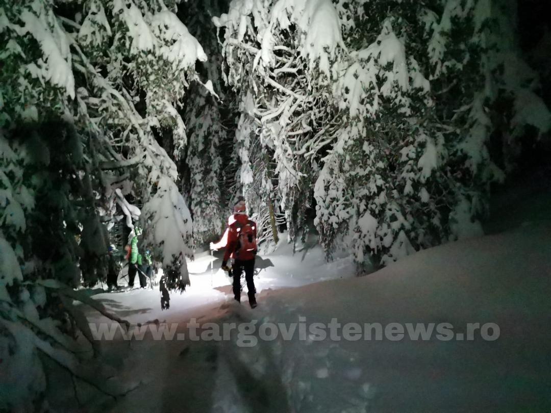 Patru turişti care s-au rătăcit pe munte au fost ajutaţi de salvamontiştii dâmboviţeni