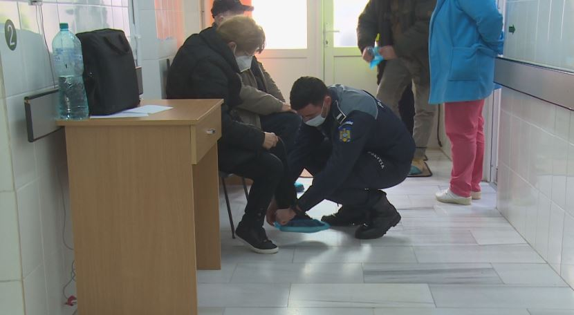 Târgovişte – Reportaj din centrul de vaccinare împotriva COVID-19. Eforturile personalului sanitar