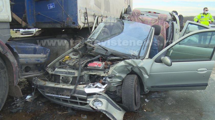 Accident grav, provocat de un șofer care nu a acordat prioritate. Soția sa a murit pe loc