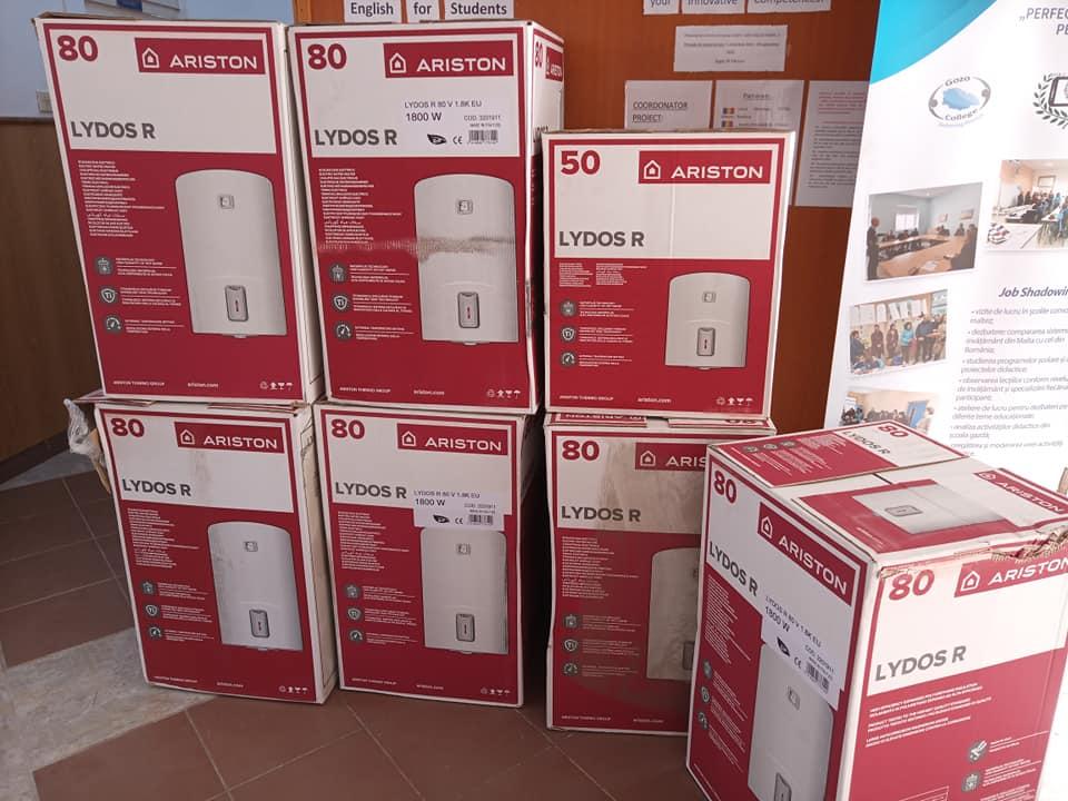 Ariston Thermo România a donat Școlii nr. 1 Moreni 7 boilere pentru apă caldă