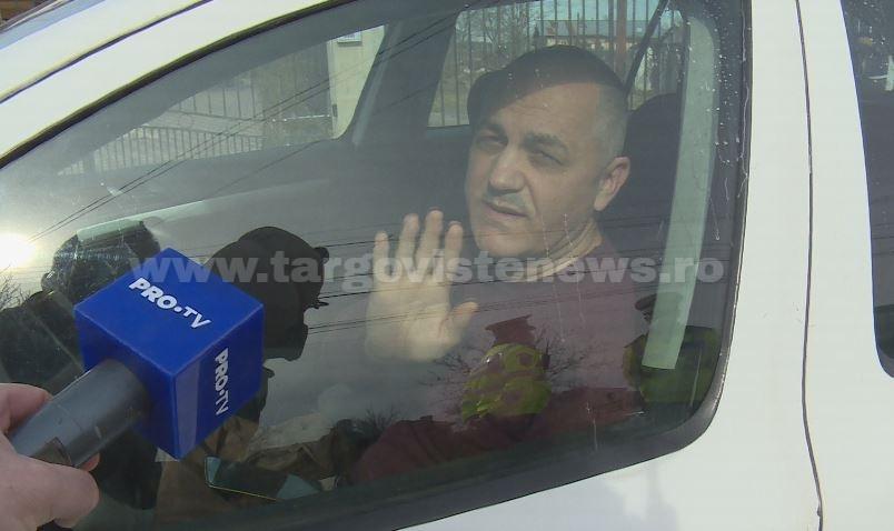 Bărbatul scos cu forţa de mascaţi din maşină a refuzat să fie testat dacă a băut alcool ori s-a drogat. Va fi dus în faţa magistraţilor