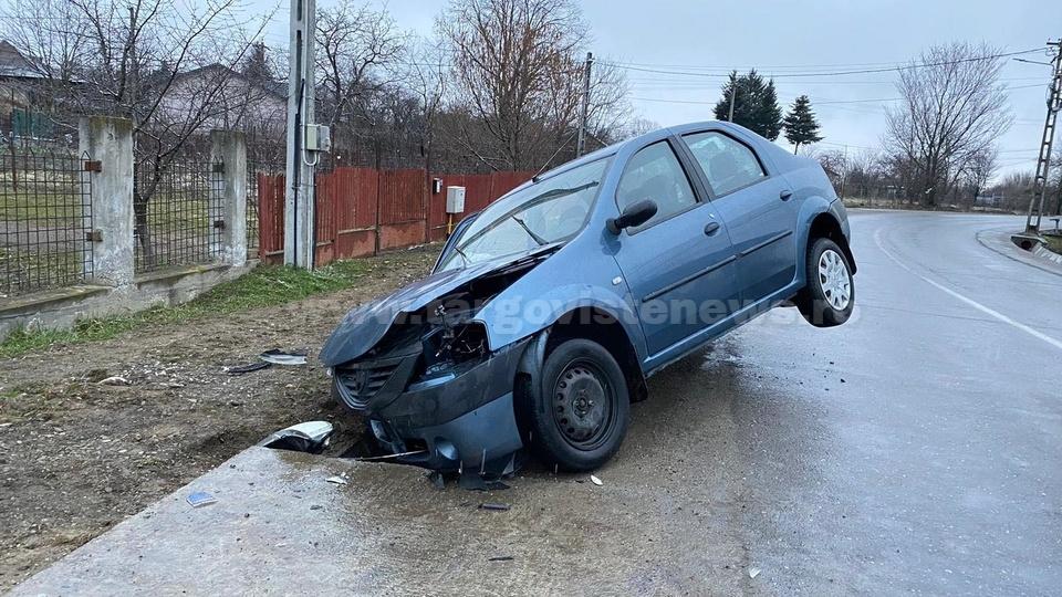 Accident la Colanu. Un şofer beat şi-a avariat grav maşina