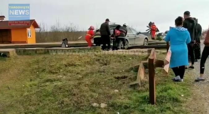 Un BMW a fost lovit de tren, în staţia CFR Boteni