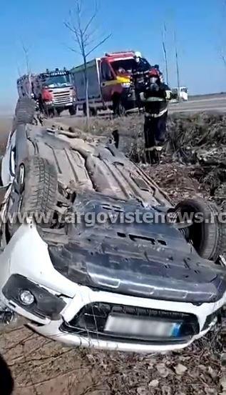 Șoferiță de 40 de ani, la un pas de moarte după ce s-a răsturnat pe un câmp