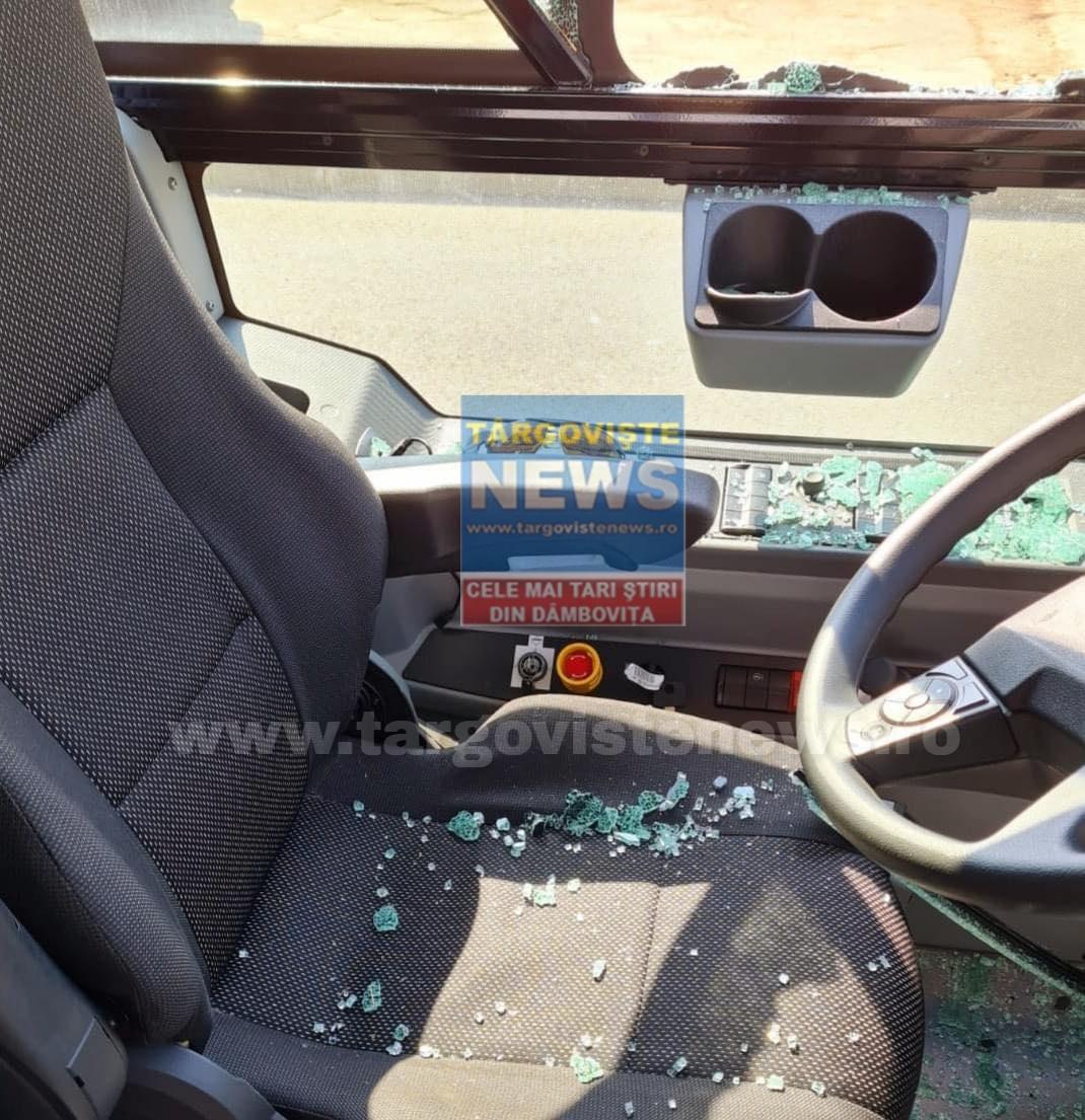 Un individ a atacat cu sabia un autobuz, în Târgovişte!
