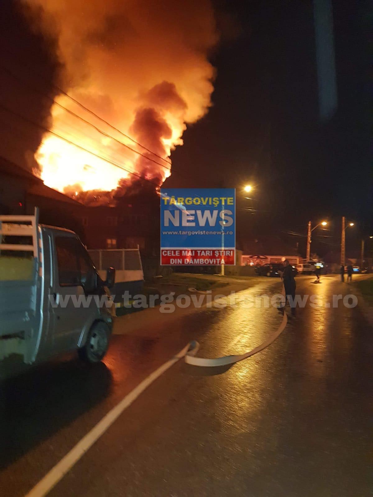 Noapte de foc la Curtea de Argeş. O casă a fost cuprinsă de flăcări, de la un aparat de sudură