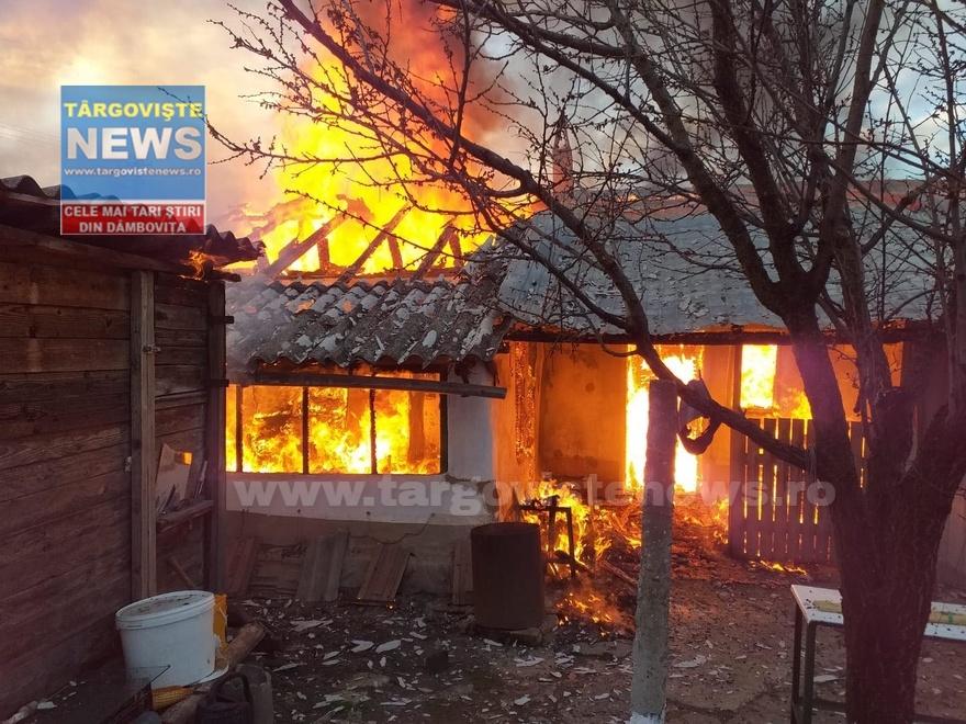 Flăcări până la cer au înghiţit o casă, în această dimineaţă