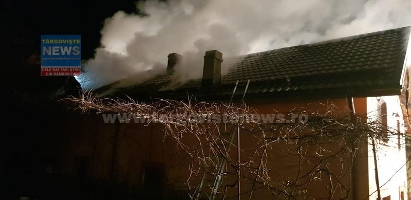 Două case au ars, seara trecută, la Raciu şi Comişani