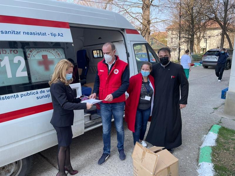 Crucea Roşie a donat Secţiei de Psihiatrie, de la Gura Ocniţei, 1500 de măşti de protecţie, 300 de dezinfectanţi şi produse de igienă
