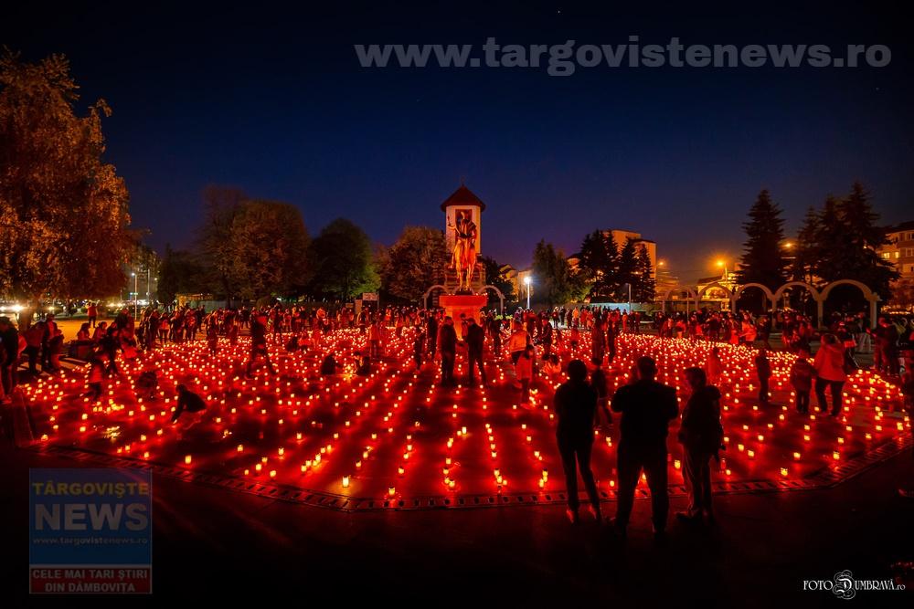 """Eveniment unic în România. Peste 3.000 de candele au fost aprinse pe """"Calea Luminii"""", la Târgovişte"""