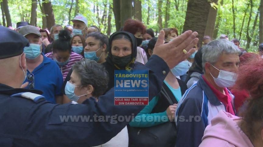 Sărbătoare fără distanțare. Mulți români nu au respectat restricțiile de Izvorul Tămăduirii, deşi preoţii i-au certat