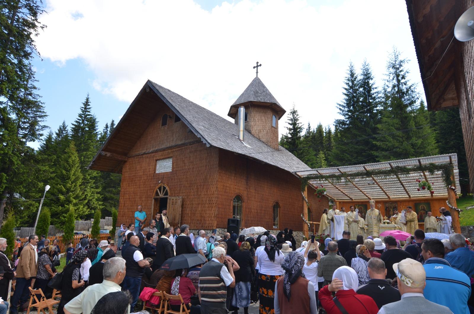 Mânăstirea Peștera din inima Munților Bucegi și-a serbat hramul