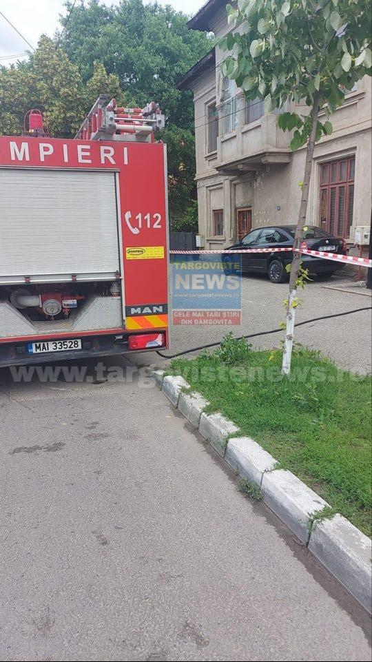 ACUM – Miros de gaze pe o stradă din Găeşti. Pompierii intervin la faţa locului