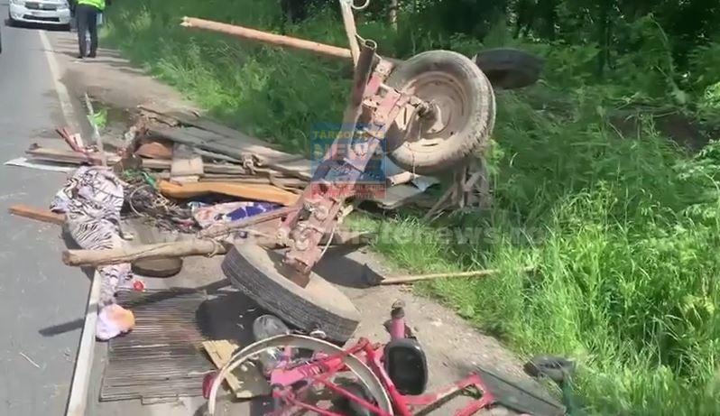 O căruţă a fost spulberată de o maşină, pe Drumul Naţional 72A, la Priseaca