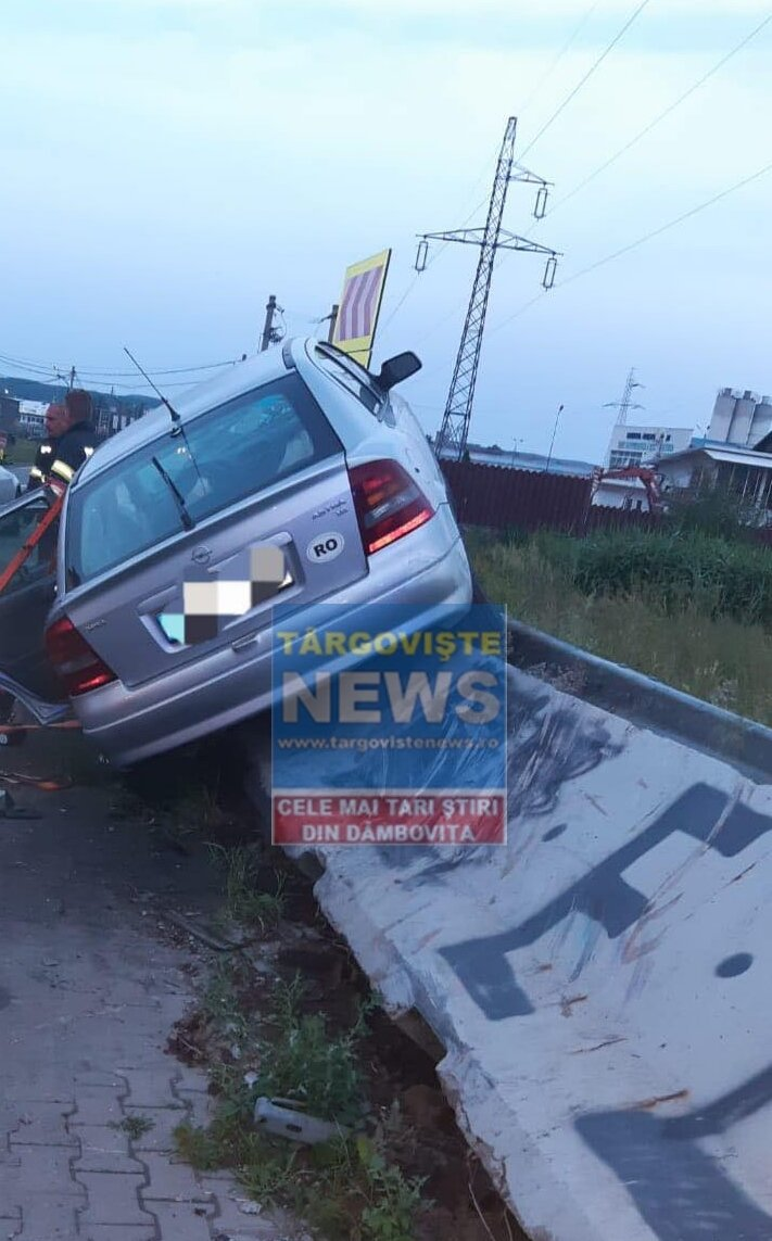 Accident pe Autostrada București – Pitești. O șoferiță a intrat cu mașina într-un parapet din beton