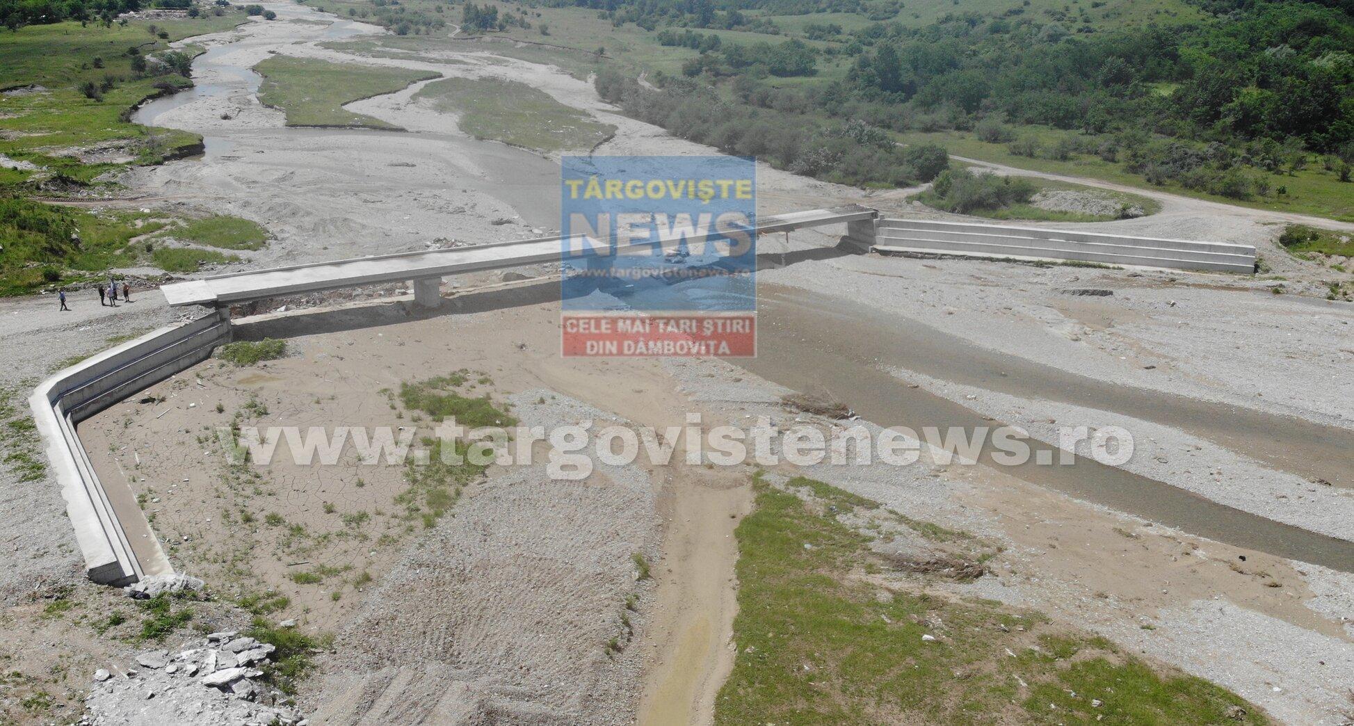 VIDEO – Cum au fost cheltuiți banii alocaţi prin PNDL: poduri neterminate, canalizări fără apă și un drum inundat spre câmp