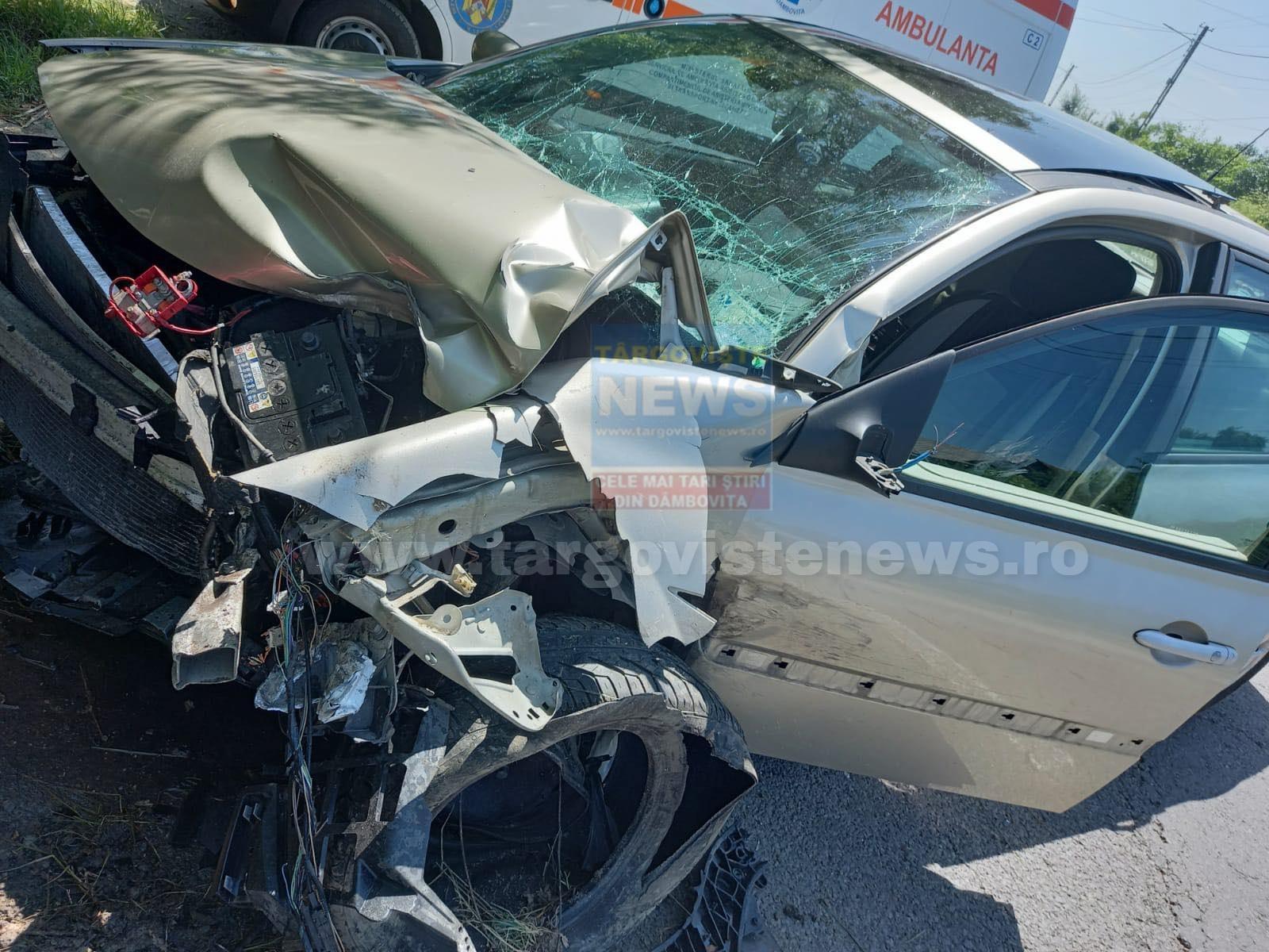 Accident la Gheboieni. Un şofer ar fi adormit la volan şi a intrat cu maşina într-un copac