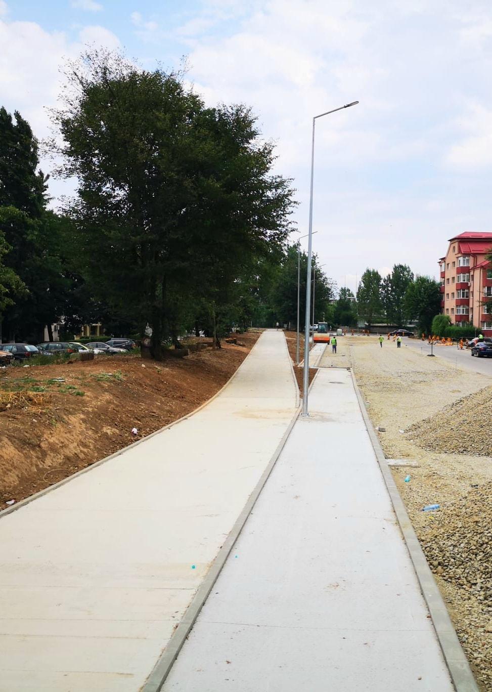 Târgoviște – Terasamentul fostei căi ferate uzinale a UPET, transformat în pistă de biciclete, cu iluminat public modern