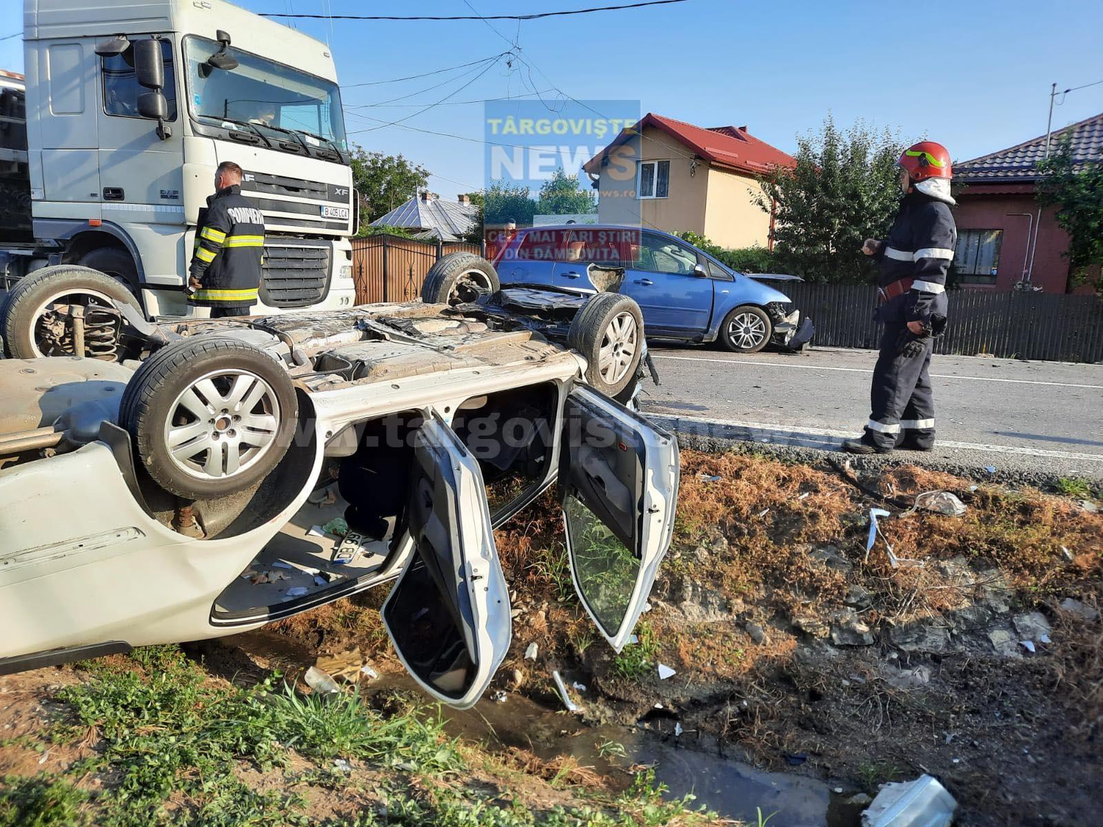 VIDEO – Accident violent pe DN72, la Răzvad. O mașină s-a răsturnat și a rămas cu roțile în sus