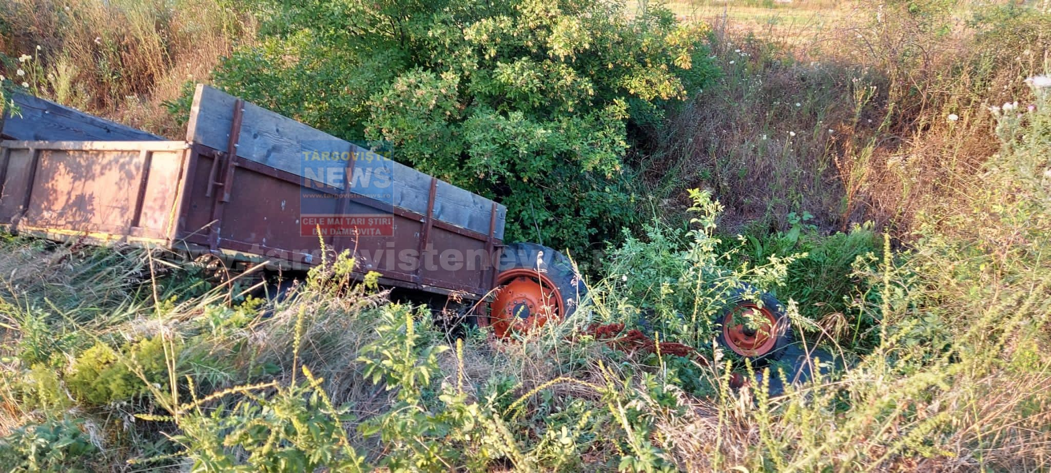 Sfârşit îngrozitor pentru un bărbat de 42 de ani, din Ungureni, Corbii Mari, găsit strivit sub tractorul său