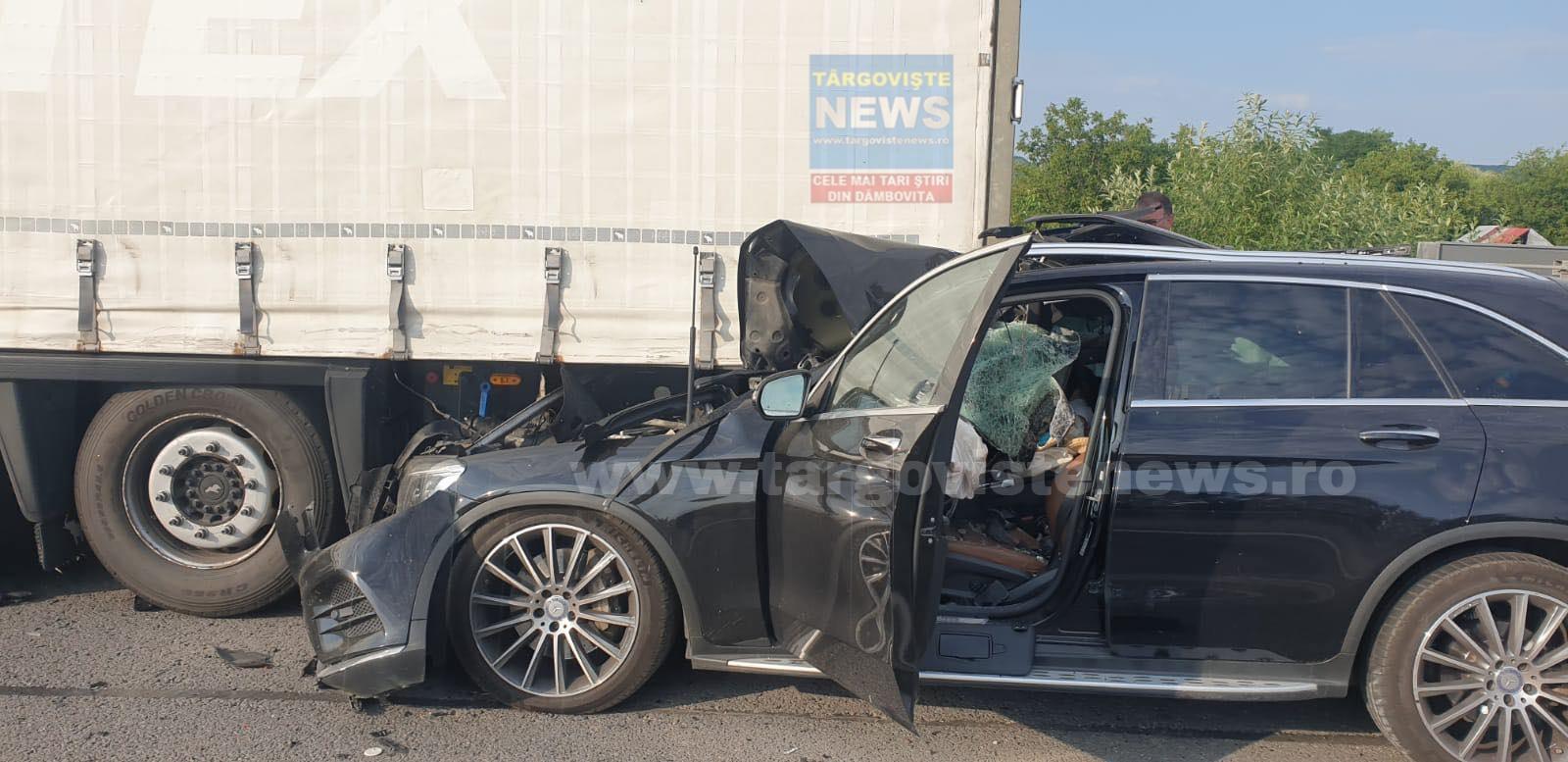 Imagini şocante pe Autostrada Bucureşti-Piteşti. O femeie a fost decapitată după ce maşina condusă de soţul ei a intrat sub o remorcă