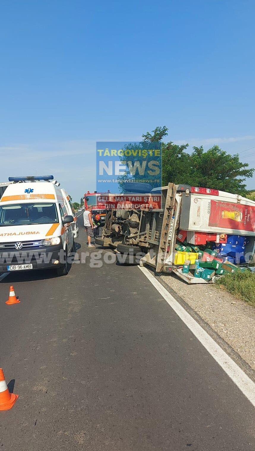 O șoferiță a intrat cu mașina într-un microbuz de marfă, pe DN7, la Dragodana și l-a răsturnat