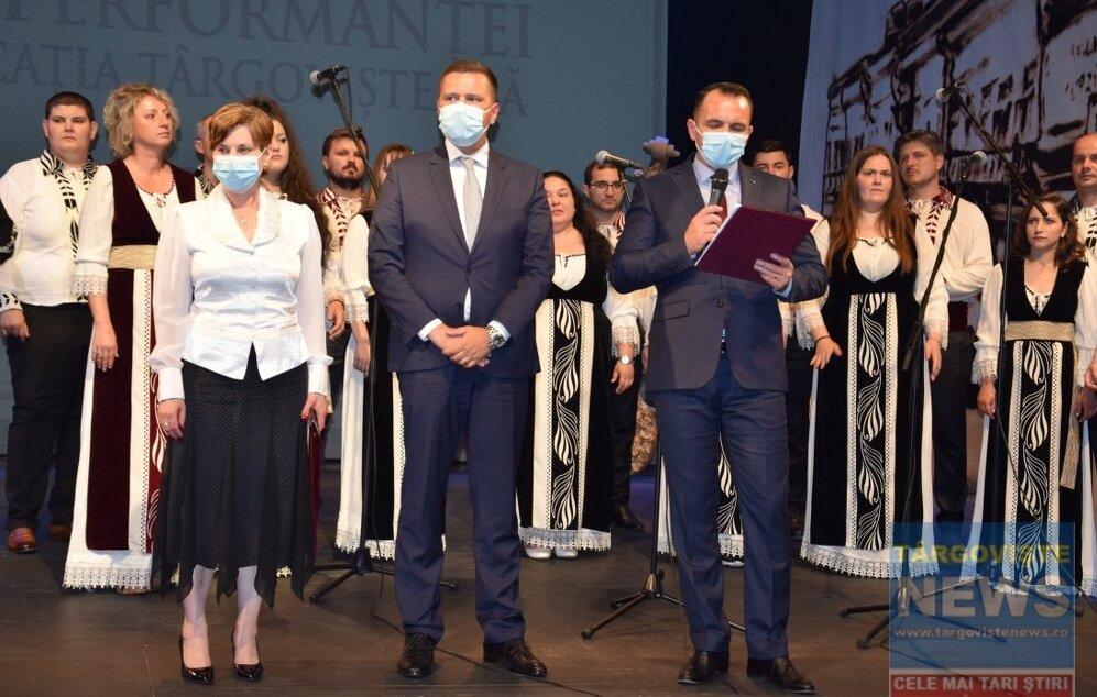 70 de elevi și profesori cu rezultate deosebite, premiați la Gala performanței în educația târgovișteană
