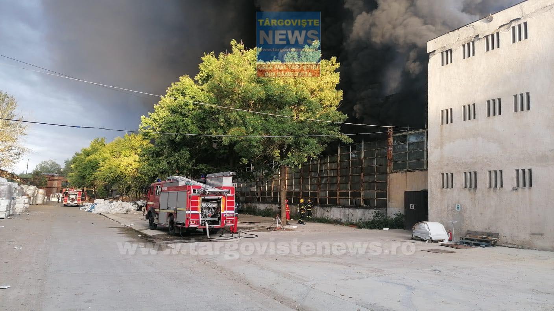 Incendiul de proporţii, de la Mija, lichidat la ora 9.35 – La misiunea de stingere au intervenit peste 23 de pompieri cu 5 autospeciale de stingere și o ambulanță SMURD