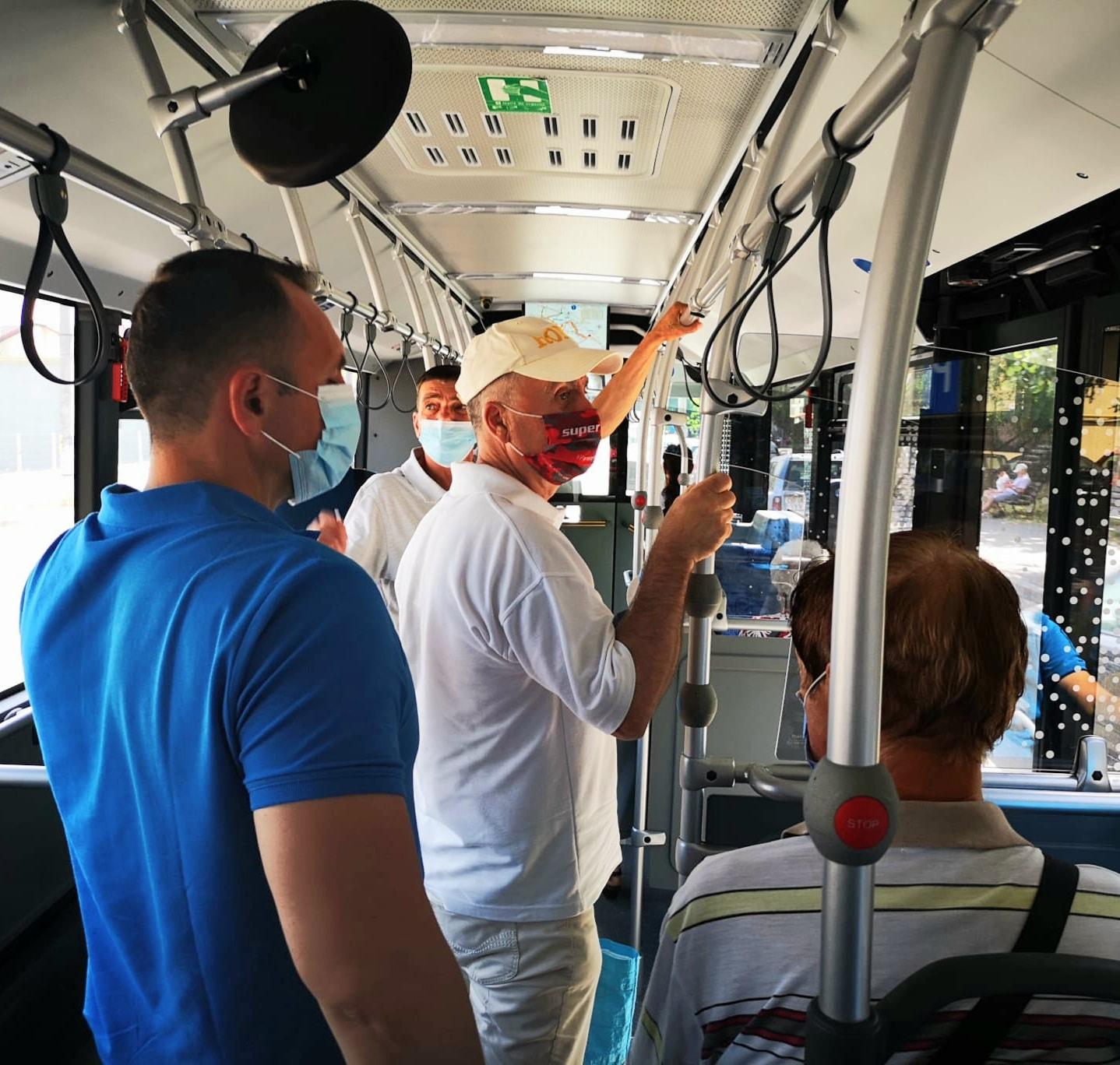 """Primarul Târgoviştei a luat autobuzul, în Vinerea Verde. """"Azi mașina stă pe loc!"""""""
