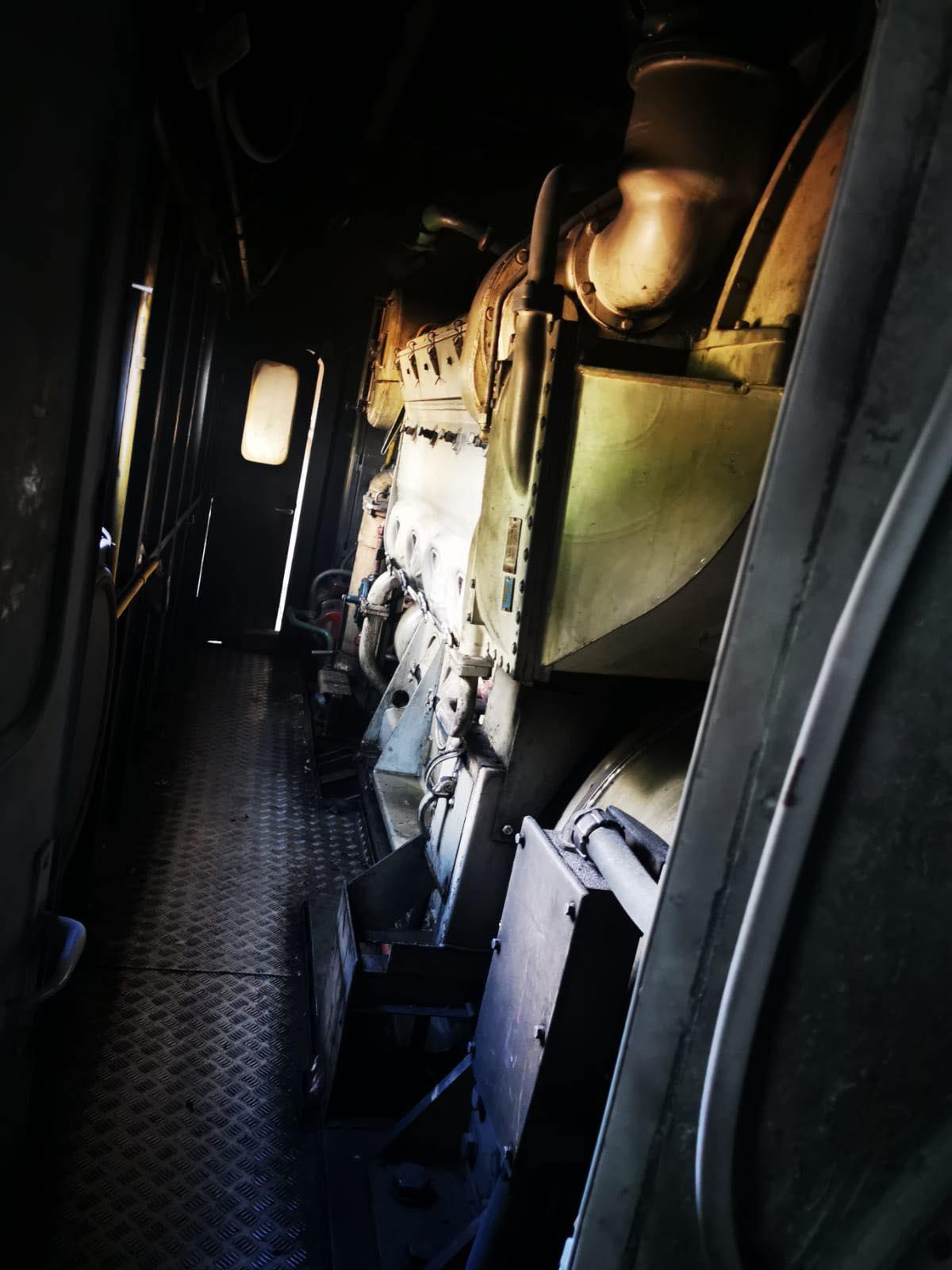 ACUM – O locomotivă a luat foc în gara din Găești. Cei 80 de călători sunt în afara pericolului