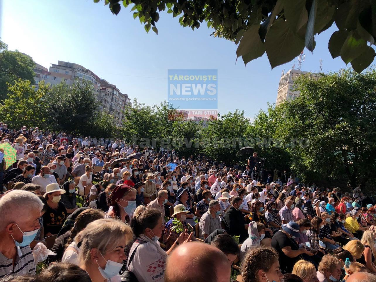 FOTO – VIDEO: Sute de oameni participă la sărbătoarea Sfântului Nifon, partiarhul Constantinopolului şi mitropolitul Ţării Româneşti