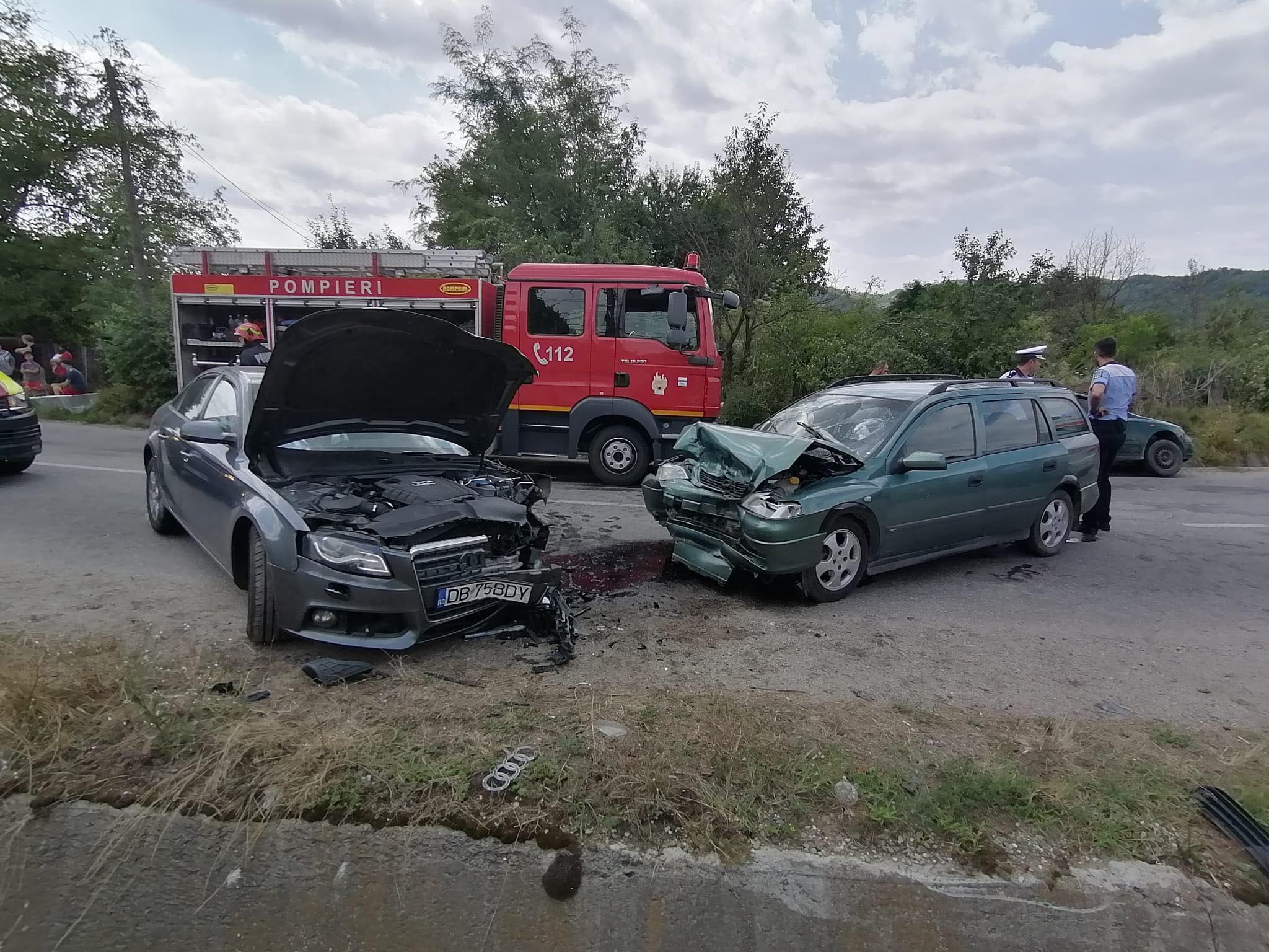 Trei oameni au fost raniti intr-un accident rutier, la Iedera