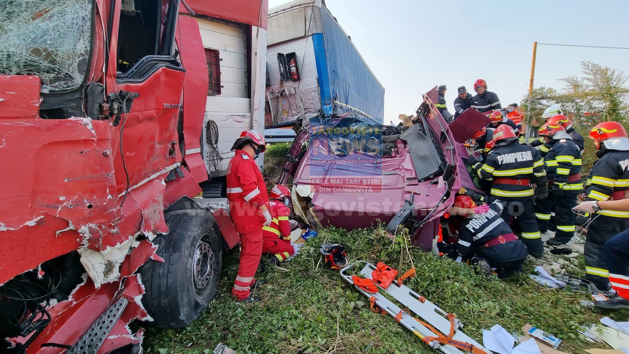 Accident grav la ieşirea din Viişoara spre Găeşti. Două tiruri şi o maşină s-au izbit violent. Unul dintre şoferi a fost încarcerat