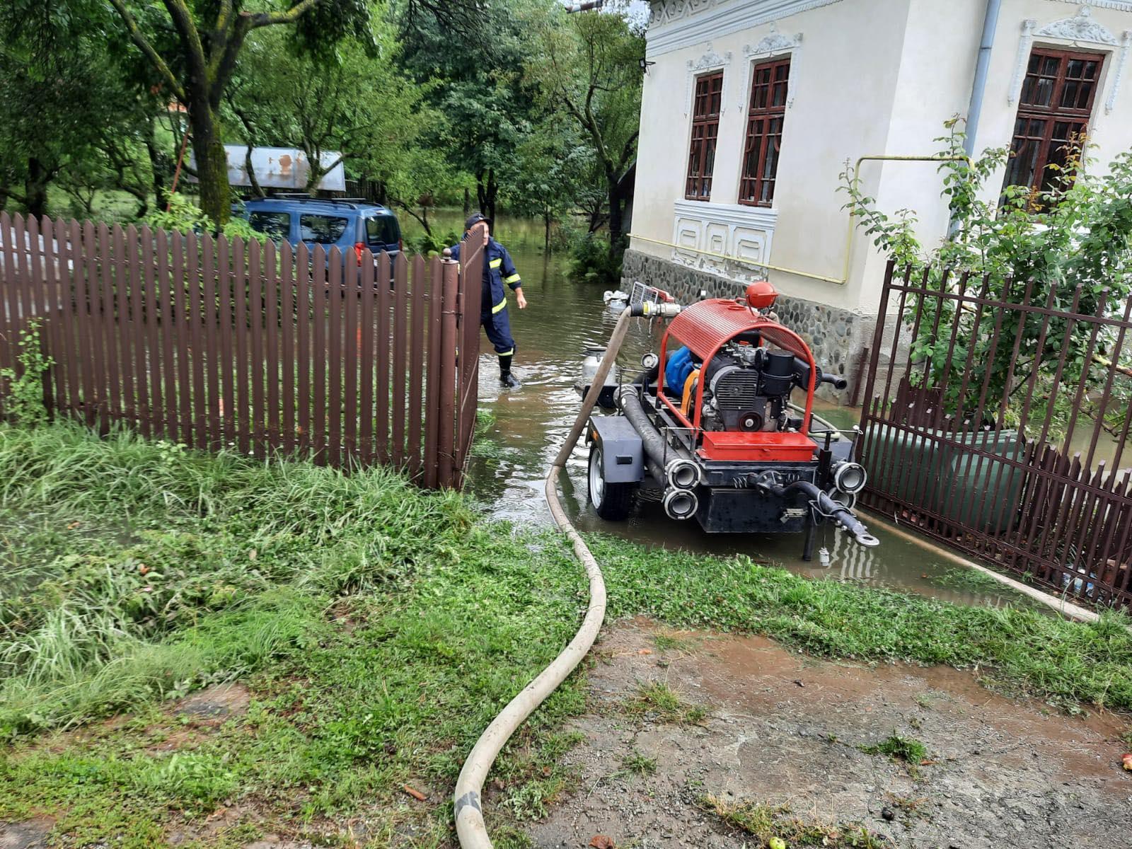 Precipitațiile abundente și vântul puternic au făcut pagube însemnate în județul Argeș