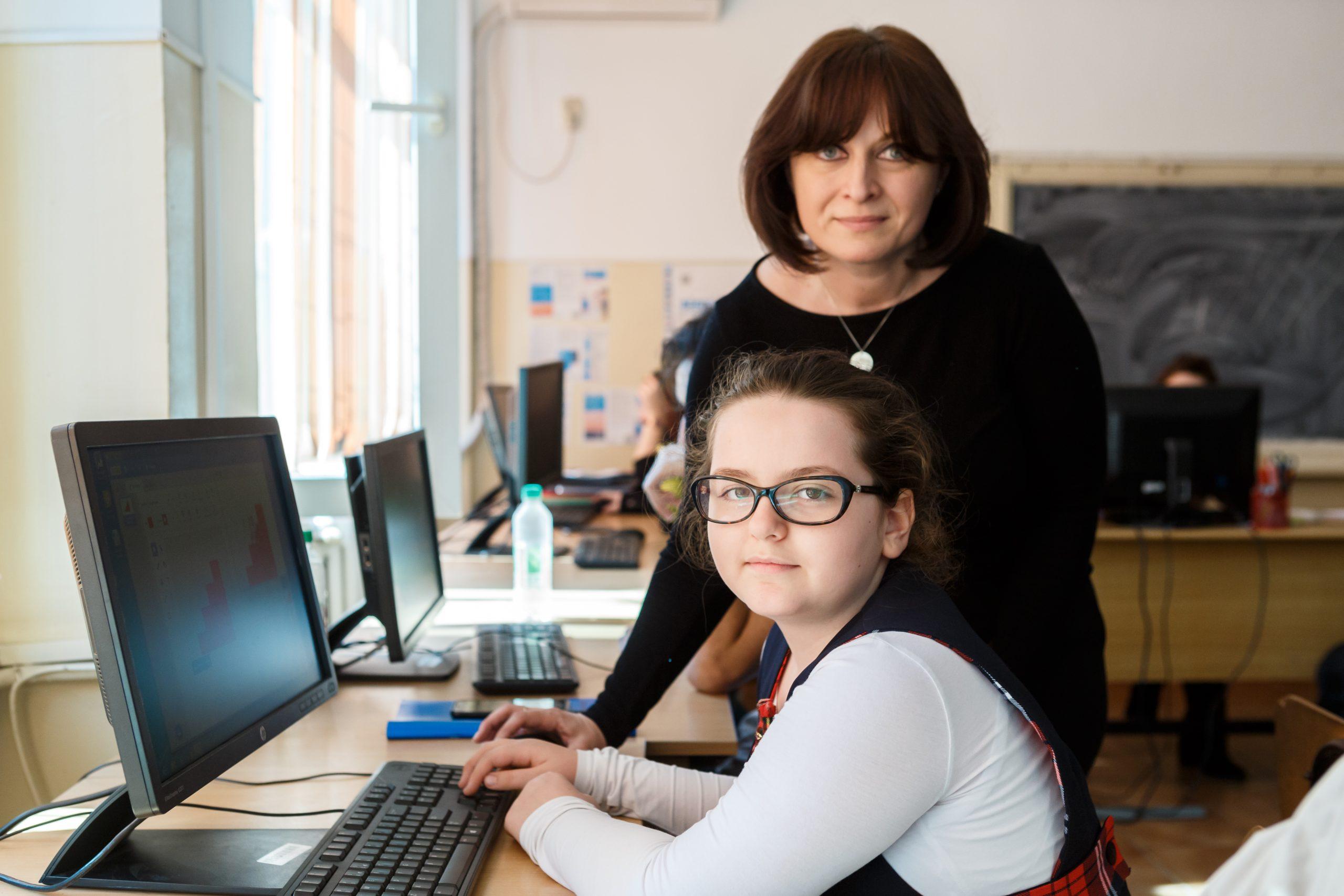 """Școala Gimnazială """"Ion Mareș"""" din Vulcana-Băi a primit 15 calculatoare prin proiectul """"Dăm un Byte de Ajutor"""""""